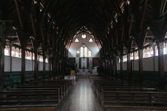 Ao longo da Igreja